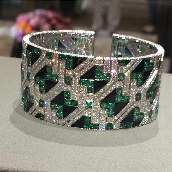 ~ Giampiero Bodino Important Emerald and Diamond Cuff Bracelet ~ siamtrick.com