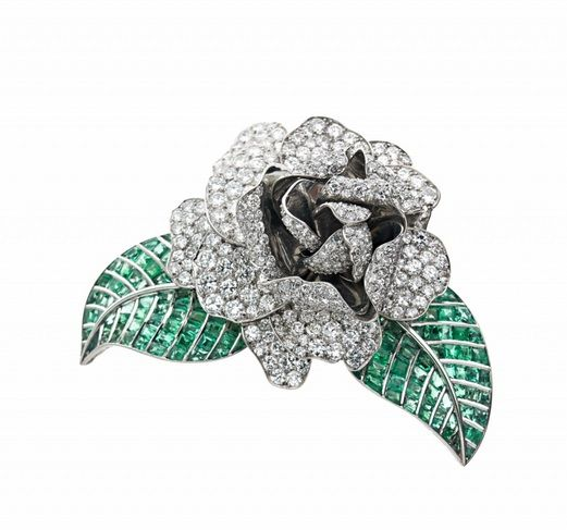 AN IMPORTANT DIAMOND, EMERALD, PLATINUM AND WHITE GOLD CLIP BY RENE BOIVIN GARDE...