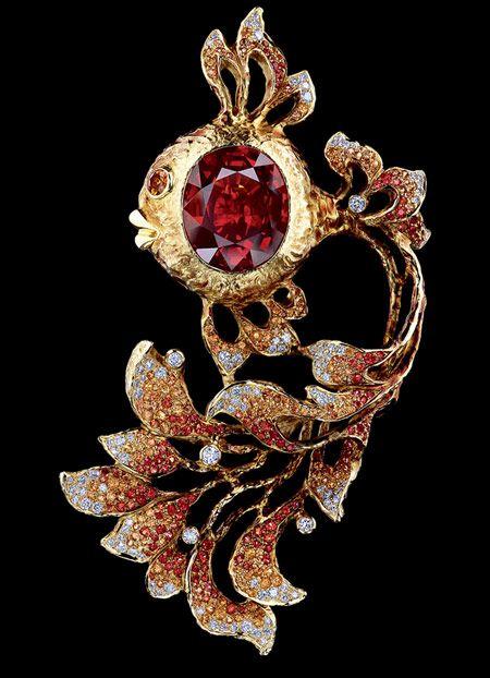 Jewellery Theatre 'Fairy Tales' Brooch. 18K Yellow Gold, 115 diamonds 0,...