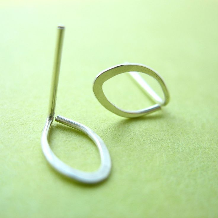 tiny wire earrings - so simple