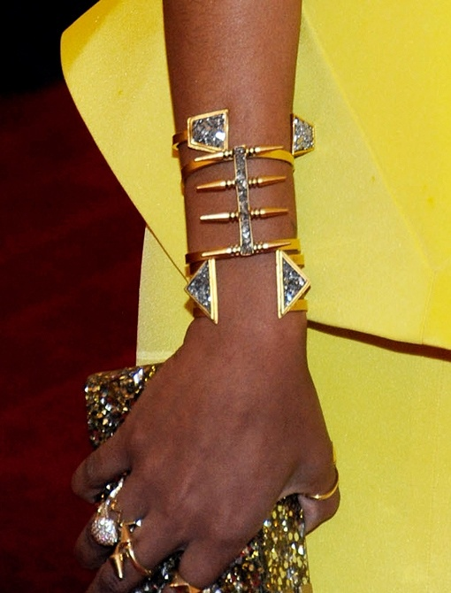 Geometric jewelry on Solange Knowles #metgala