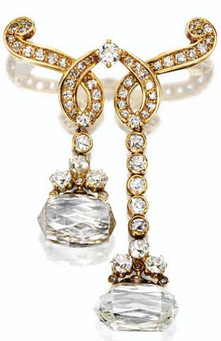 DIAMOND BROOCH, MOUNTED BY CARTIER IN 1954, DIAMOND PENDANTS CIRCA 1700.