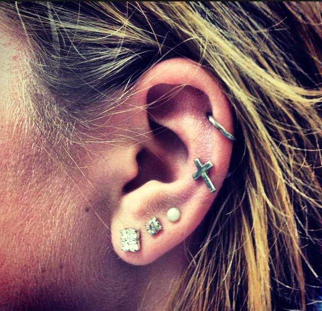 Ear | cross