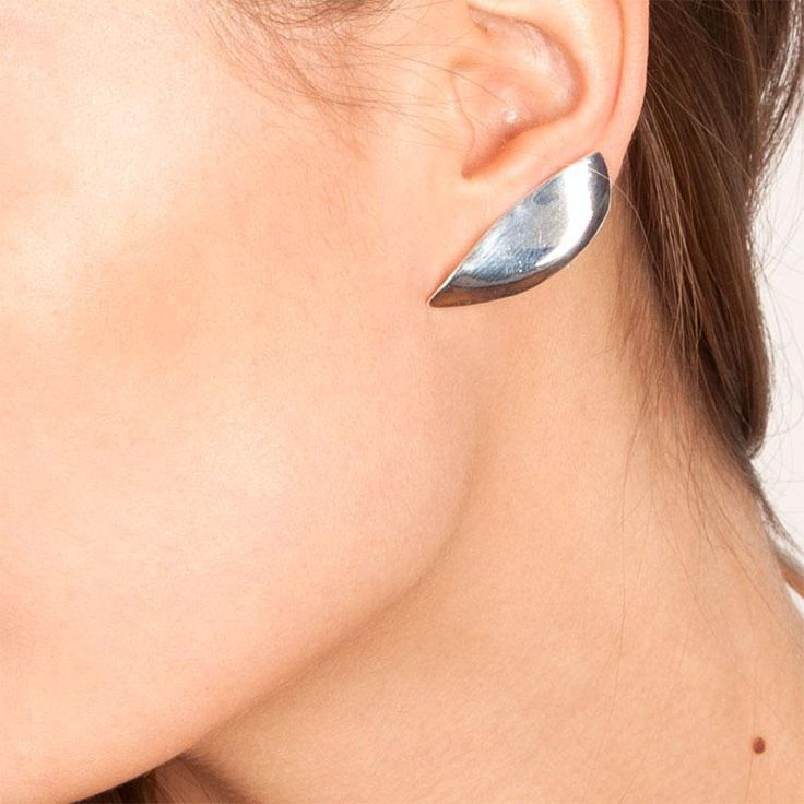 Large_lady-grey-lobe-earrings_model-closeup