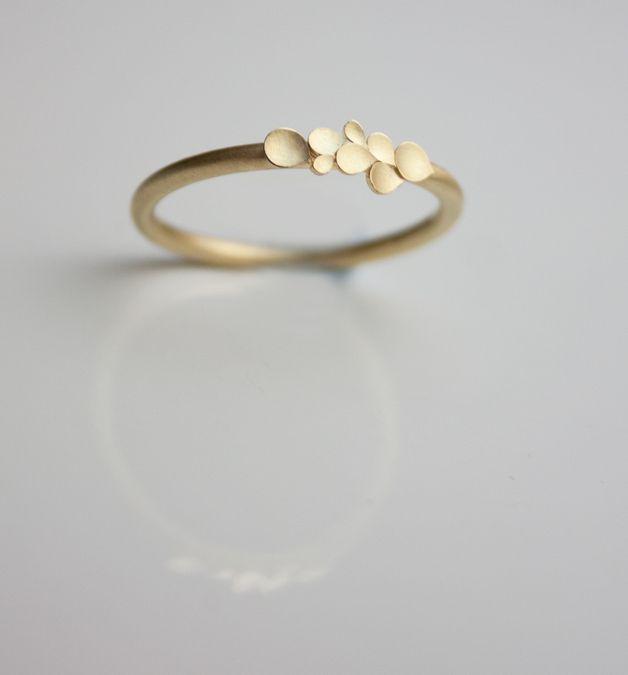 Dainty & Cute Dahlia Gold Ring