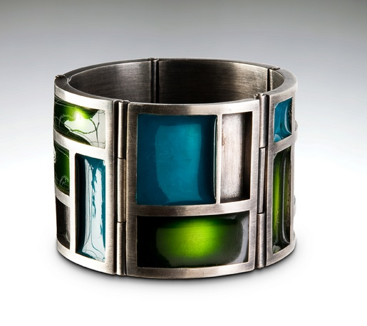 Bracelet | Angela Marzinotto.  Sterling silver and resin.