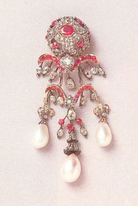 Eugenie's pearl and diamond brooch