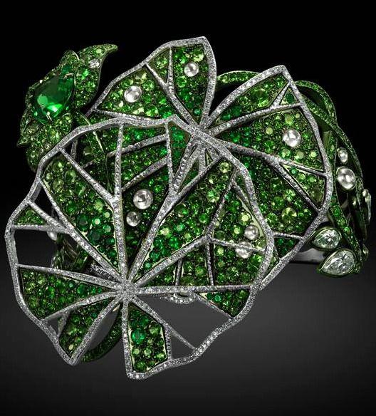 www.bkgjewelry.co... Carnet Jewellery: Dancing Anemone brooch, in platinum and t...