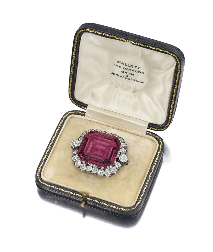 The Hope Spinel in its original case.