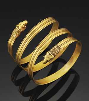 A GREEK GOLD BRACELET  HELLENISTIC PERIOD, CIRCA 4TH-3RD CENTURY B.C.