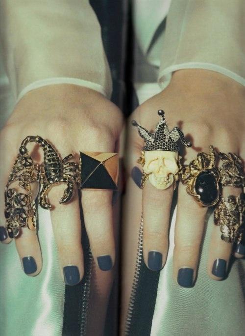crazy rings + gray nails