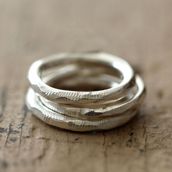 Beunruhigt Stapeln Ringe Set aus massivem Eco freundliche recyceltem Silber. Ein...