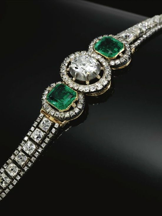 EMERALD AND DIAMOND BRACELET, MID 19TH CENTURY French assay marks.