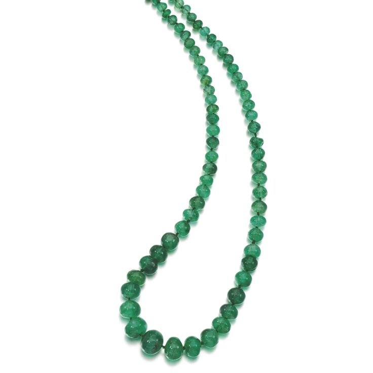 EMERALD BEAD NECKLACE, EARLY 20TH CENTURY Designed as a graduated row of polishe...