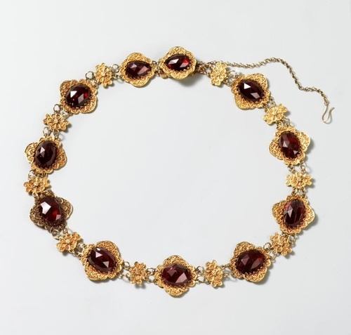 Garnet and gold necklace.