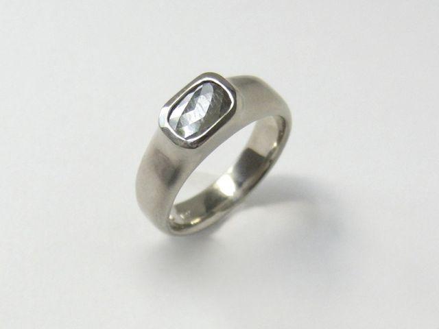 April Higashi - Band ring with grey rosecut diamond - Gallery Lulo