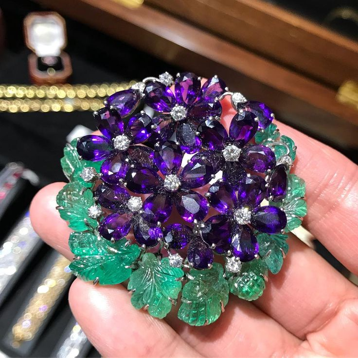 One more memorable jewel from @masterpiecelondon last month: An iconic #brooch b...