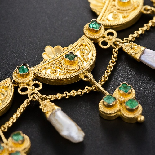 A very scarce  original Victorian emerald and freshwater pearl necklace, lovingl...