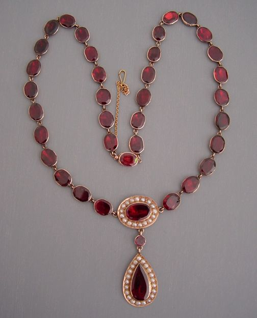 Regency garnet necklace.