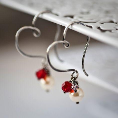 Cerceaux de coeur avec perle et cristaux en argent par Mayahelena