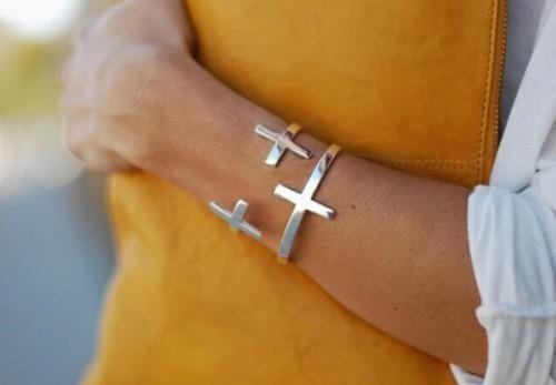 Cross bracelet - I am in love!