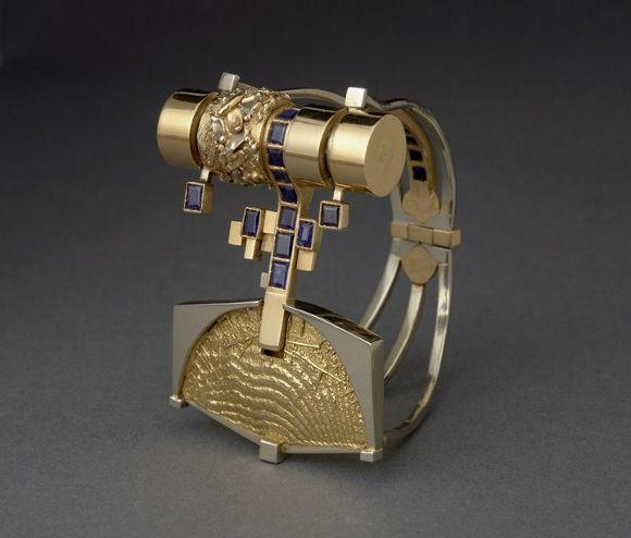 Gio POMODORO 1930-2002  Gold and sapphire bangle