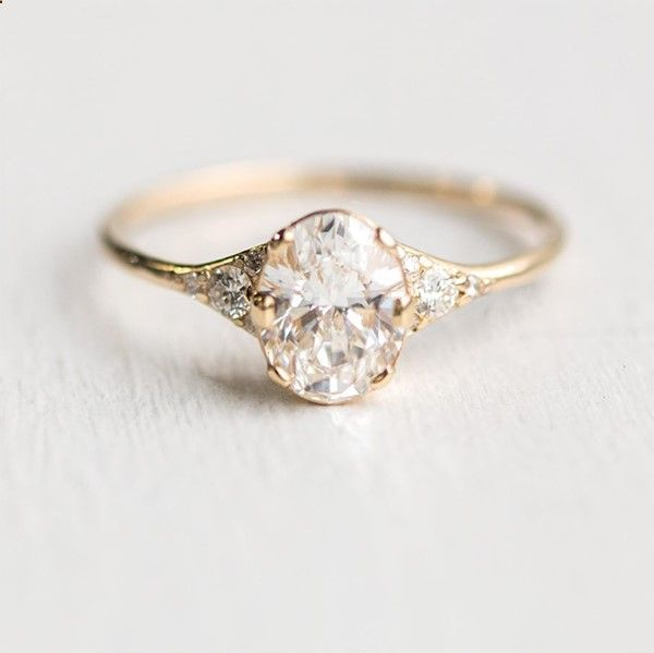 oval engagement rings that look fabulous! #ovalengagementrings
