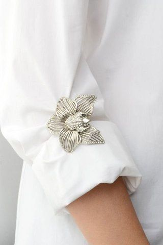 How to Wear Pins and Brooches
