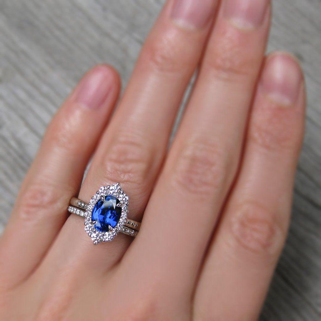 ・SOFIA・Oval Blue Sapphire Center, Diamond Halo (2.18ctw )