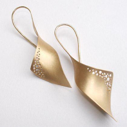 Anna Schmid, goldsmith and designer creates and designs  ♦F&I♦