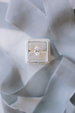 Pear diamond ring | Julie White Photography
