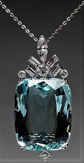 MAGNIFICENT AQUAMARINE 39.44 carat & DIAMOND PENDANT IN PLATINUM. MM
