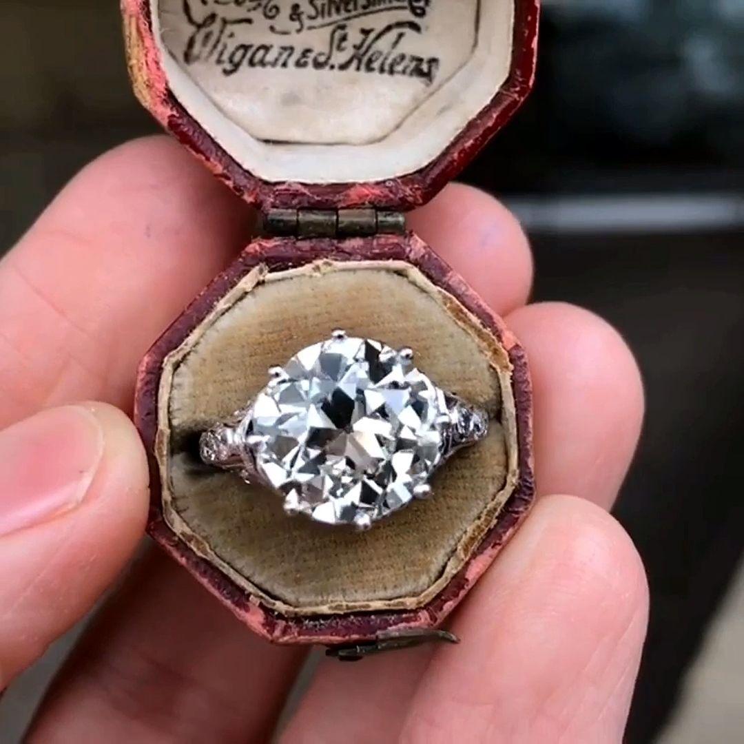 DIAMOND BUZZ by LILY NADTOCHI